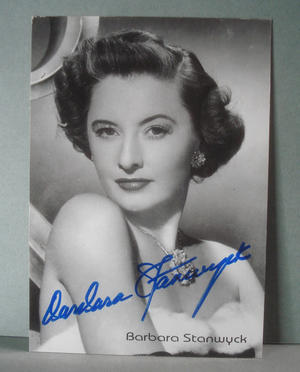 BARBARA STANWYCK Real autograph on postcard !