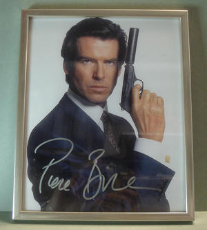 PIERCE BROSNAN James Bond Signerat foto i ram